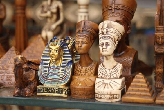 Древние амулеты и ароматные масла: что привезти из Египта
