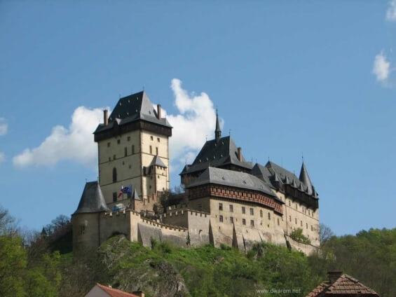 Древний замок Карлштейн.